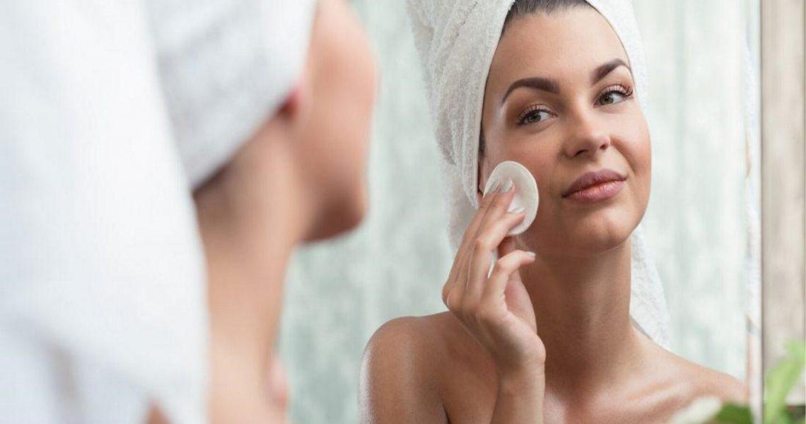 Demakijaż twarzy: jak skutecznie oczyścić cerę?