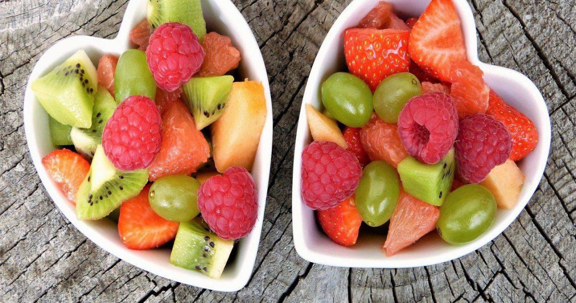 Zdrowe przekąski, czyli co zjeść zamiast słodkiego batonika?