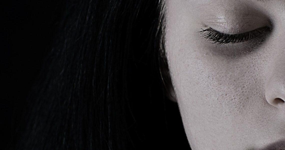 Zdrada emocjonalna – jak rozpoznać, jak sobie z nią radzić?